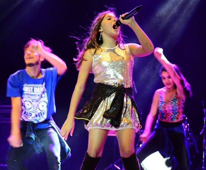 Laura Schadeck em uma de suas apresentações The Voice Kids (Foto: Bianca Mieleke/Divulgação)