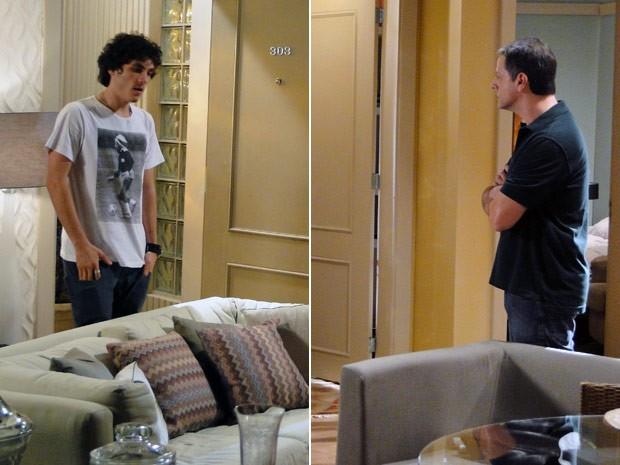 Dinho tenta se explicar e Lorenzo nem quer ouvir (Foto: Malhação / TV Globo)