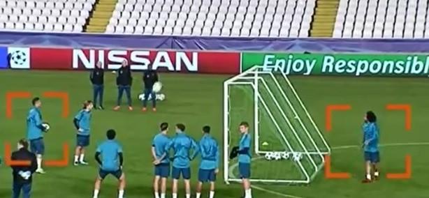 Cristiano Ronaldo e Marcelo brincam no treino do Real Madrid (Foto: reprodução)