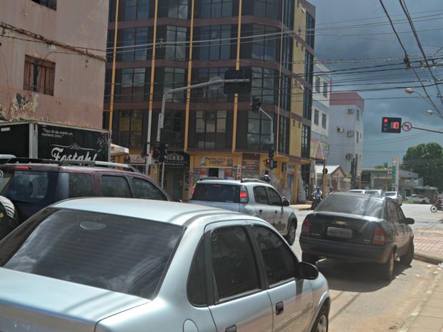 Tentativa de assalto ocorreu em cruzamento no bairro Bosque (Foto: Aline Nascimento/G1)