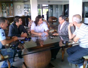 Reunião entre presidente da CBB, Carlos Nunes, e Prefeito de Campina Grande, Veneziano (Foto: Divulgação)