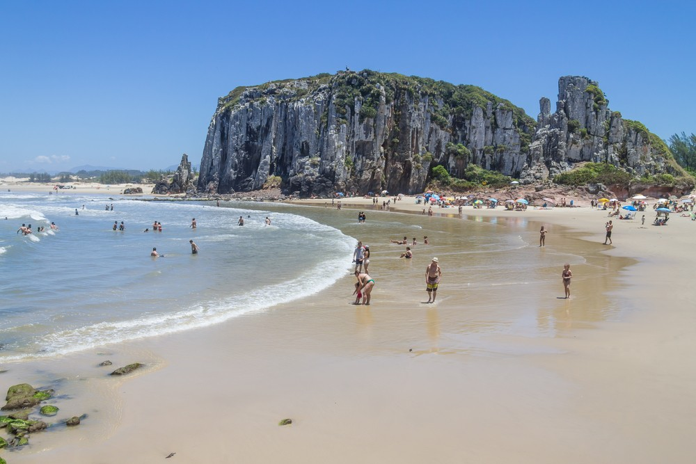 Praia da Guarita, em Torres, RS (Foto: Lisandro Luis Trarbach / Shutterstock)