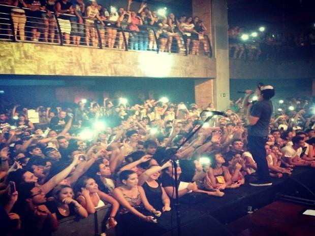 Emoção tomou conta dos fãs que cantaram as músicas junto com a banda (Foto: Divulgação / Aliados)