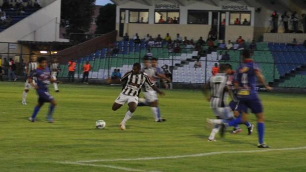 Cori-Sabbá vence Piauí em pleno estádio Lindolfo Monteiro (Foto: Renana Morais/GLOBOESPORTE.COM)