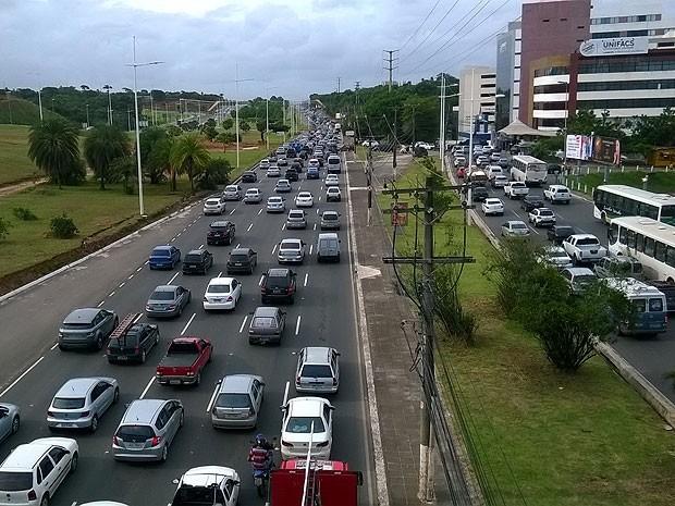 Avenida Paralela, carros (Foto: Henrique Mendes/G1)