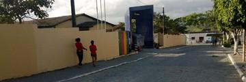 Estudante teria atirado em colega em frente à escola (Franklin Portugal/ TV Asa Branca)