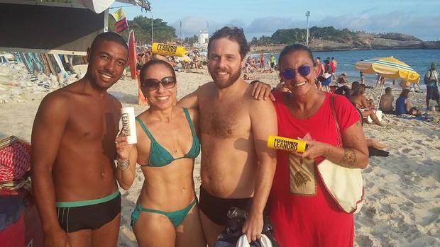 Cissa Guimarães na praia do Arpoador, no Rio (Foto: Reprodução/Facebook)