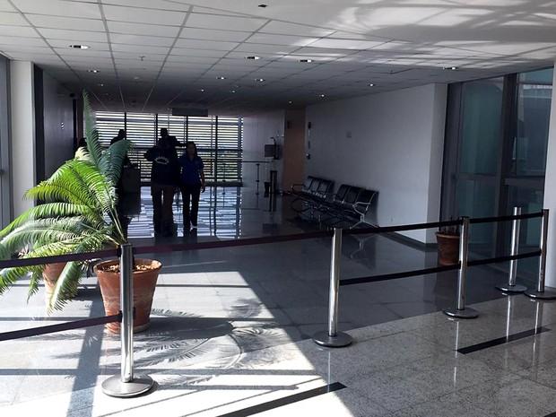 Acesso aos gabinetes dos deputados no 5º andar da Câmara Legislativa do DF, fechado nesta terça (23), quando a Polícia Civil realizou operação na Casa (Foto: Alexandre Bastos/G1)