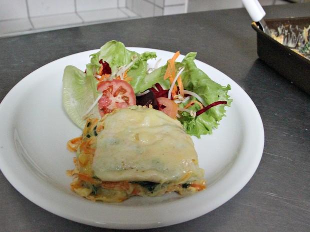 Lasanha lacto-vegetariana é feita com legumes e massa (Foto: Indiara Bessa/G1 AM)