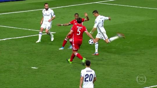 """Vidal fala em """"roubo"""" e detona árbitro: """"Real se assustou e ele começou seu show"""""""