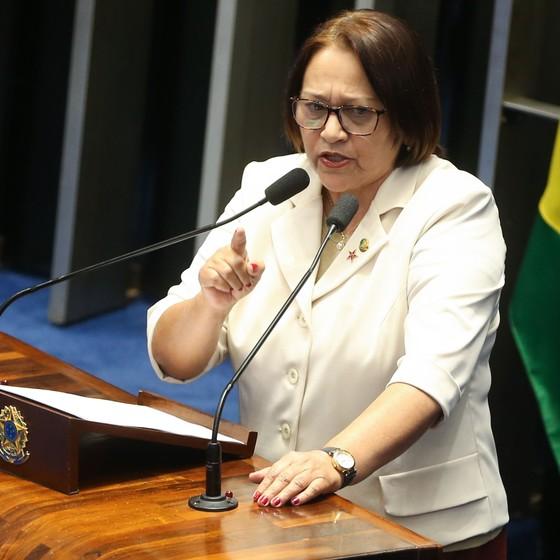 Fátima Bezerra discursa durante processo do impeachment da presidente Dilma Rousseff (Foto: Antônio Cruz)