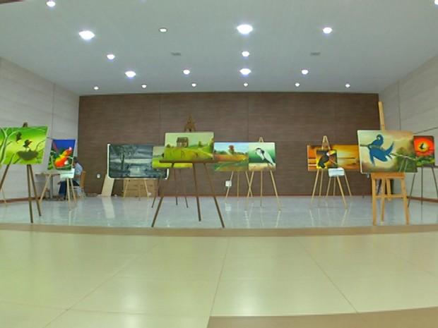 Temas amazônicos são retratados nas telas (Foto: Márcio Azevedo/TV Tapajós)