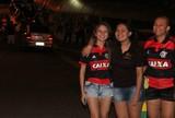 Em família: torcida feminina festeja chegada do Flamengo em Manaus