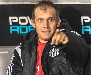Eduardo Baptista técnico Ponte Preta (Foto: Fábio Leoni / PontePress)