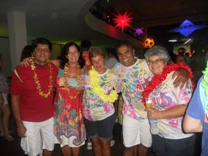 Amigos do bloco Poeira na Pomba, no baile (Foto: Andreia Constâncio)