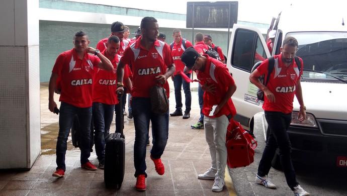 CRB embarque  (Foto: Leonardo Freire/GloboEsporte.com)
