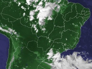 Imagem de satélite capturada na tarde desta sexta-feira (20) (Foto: Reprodução/Cptec/Inpe)