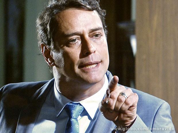 Eron é direto e se diz manipulado (Foto: Amor à Vida/TV Globo)