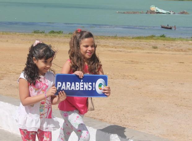 Crianças gravaram uma linda hoemangem à TV Grande Rio (Foto: Institucional/TV Grande Rio)