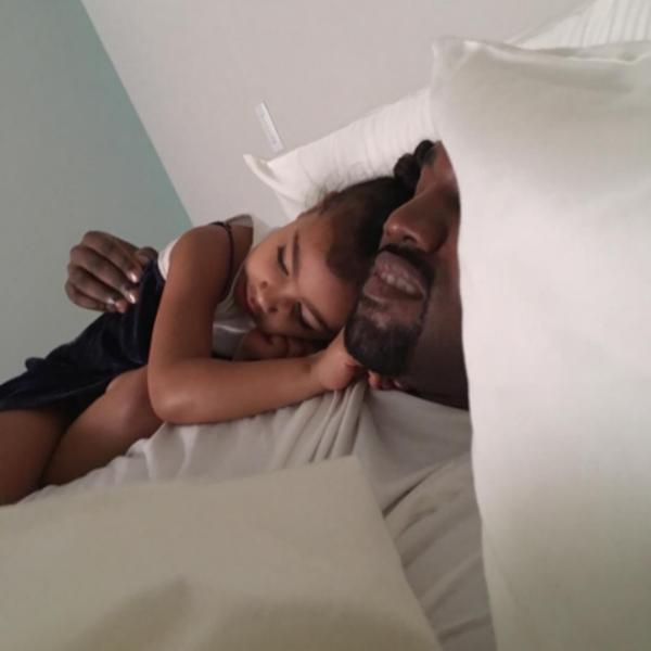 Kanye West com a filha, North (Foto: Reprodução/Instagram)
