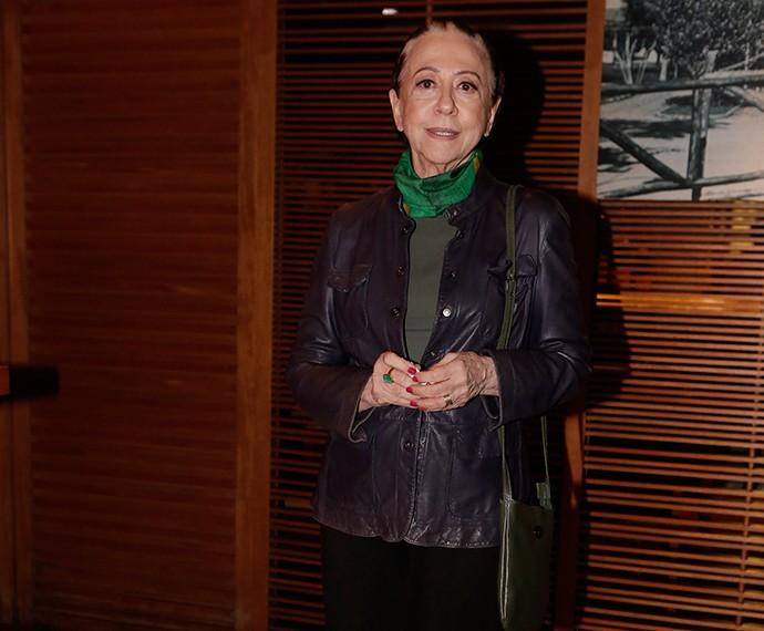 Fernanda Montenegro é aplaudida pelo colegas de elenco ao chegar no evento (Foto: Fábio Rocha/Gshow)