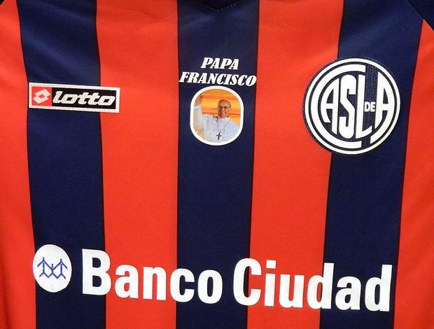 camisa San Lorenzo Papa Francisco homenagem (Foto: EFE)