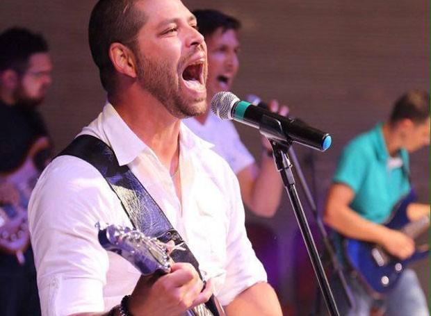 Murilo Martins no palco do Festival Novas Promessas (Foto: Roberto Gilliard)