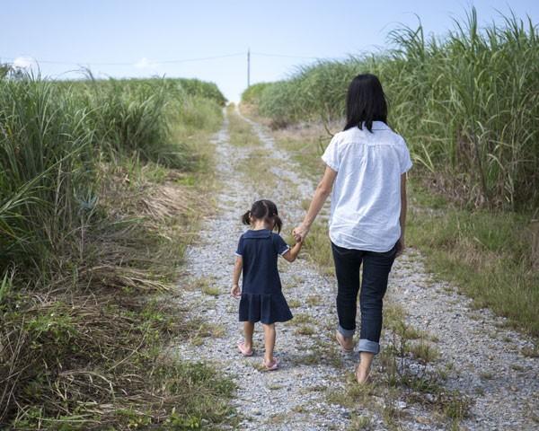 Mães solo no Japão sofrem preconceito e não conseguem ultrapassar a linha de pobreza (Foto: Thinkstock)