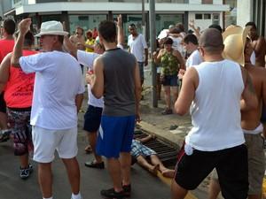 Homem caiu de laje de 5 metros enquanto acompanhava desfile da Banda da Sapucaia em Piracicaba (Foto: Thomaz Fernandes/G1)