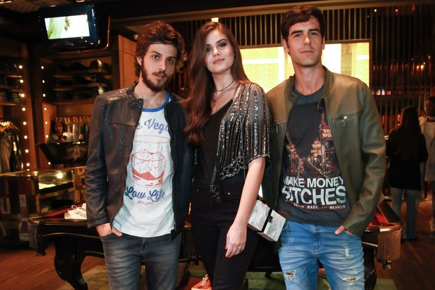 Chay Suede, Camila Queiroz e Marcos Pitombo (Foto: Manuela Scarpa/Brazil News)
