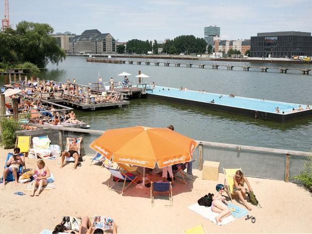 Baderchiff, praia artificial de Berlim (Foto: Arena Berlim/Divulgação)