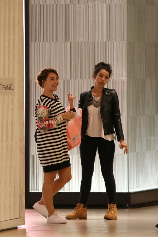 Fabíula Nascimento passeia em shopping com amigas (Foto: Fabio Moreno/Agnews)