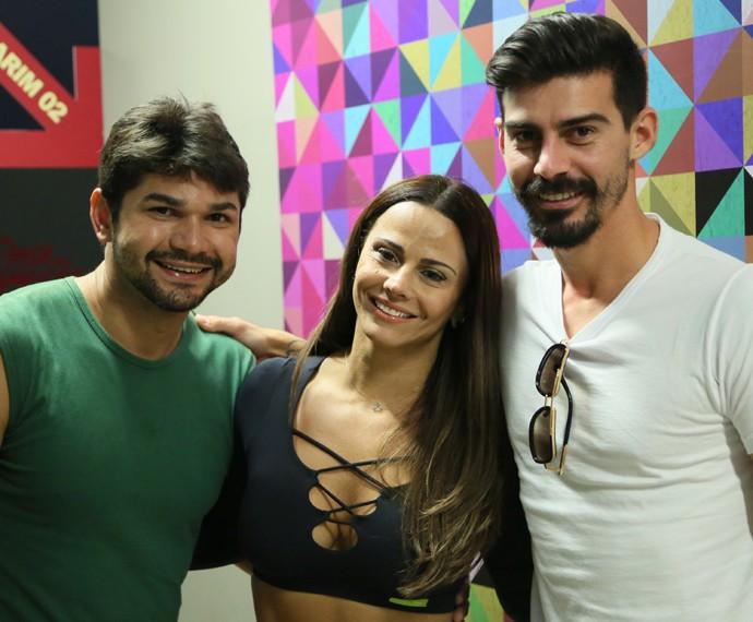 Viviane Araújo com professor e marido na casa do 'Dança' (Foto: Isabella Pinheiro / Gshow)