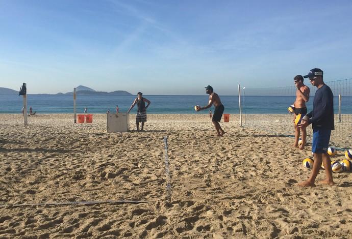 Pedro Solberg e Guto iniciam parceria no vôlei de praia (Foto: Flávio Dilascio)