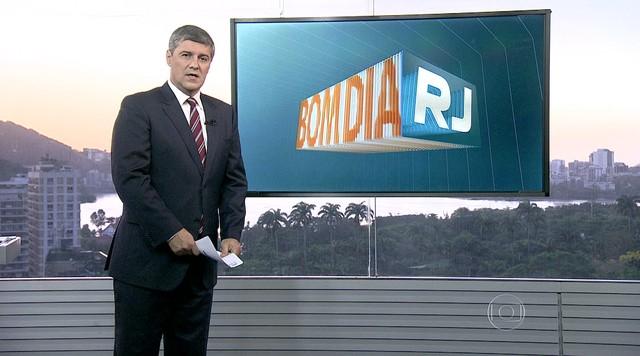 Governador eleito no RJ, Pezão promete aumentar número de PMs no estado
