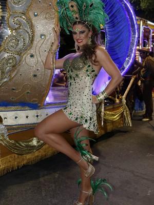 Elaine Mickely posa nas gravações do desfile da União de Santa Teresa em 'Império' (Foto: Felipe Monteiro/Gshow)