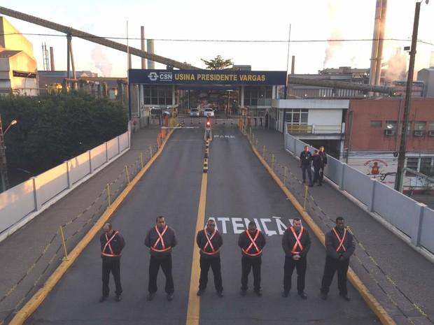 Entradas ficaram bloquadas a partir das 4h de quarta-feira (Foto: André Aquino/Reprodução)