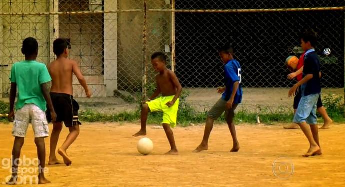 Série vai discutir a formação do futebol brasileiro, estreia domingo (Foto: Reprodução TV Globo)