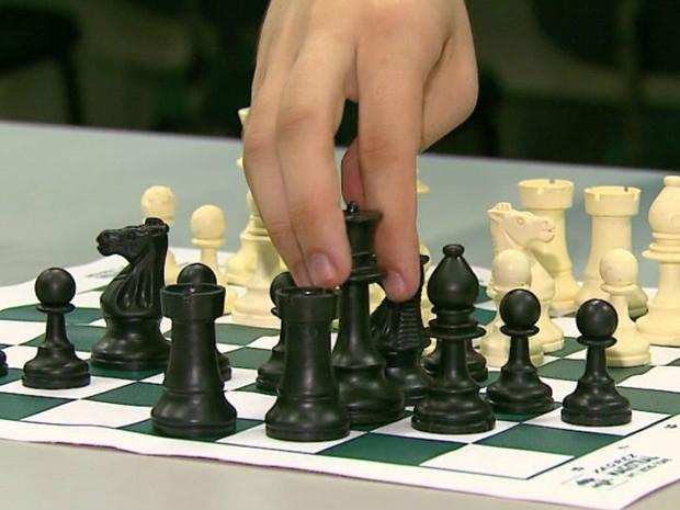Xadrez é aliado no tratamento de crianças hiperativas, diz especialista (Foto: Adriano Ferreira/EPTV)