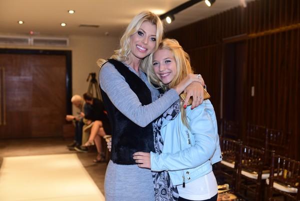 Caroline Bittencourt posa com a filha de 14 anos e mostra semelhança