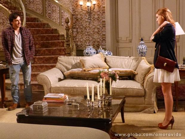 Nicole chega em casa e encontra Thales a sua espera (Foto: Amor à Vida / TV Globo)