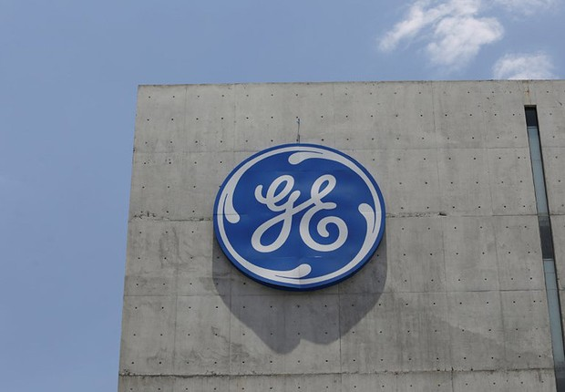 Logo da General Electric Co. (GE) em San Pedro Garza García, no México (Foto: Daniel Becerril/Reuters)