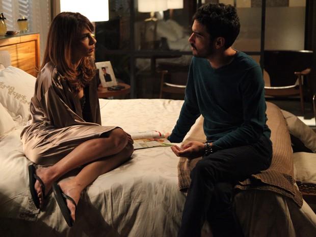 Zé Pedro procura Danielle e conta que beijou Amanda na festa de Maria Clara (Foto: Império/Gshow)
