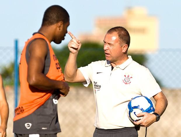 Jucilei e Mano Menezes - treino Corinthians (Foto: AE)