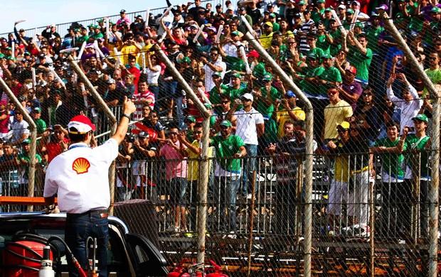 Hélio Castroneves acena para o público da Stock Car em Ribeirão Preto (Foto: Rafael Gagliano)
