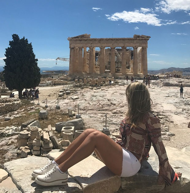 Essa é a primeira vez de Carla em Atenas (Foto: Reprodução Instagram)