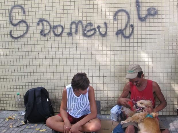 Amizade entre Luiz Fernando e seu cão já ficou conhecida em Santos, SP (Foto: Andrea Grosso / Arquivo Pessoal)