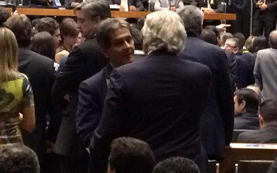 O ex-deputado Roberto Jefferson e o deputado Miro Teixeira (Rede) no plenário da Câmara (Foto: ÉPOCA)