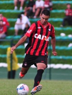 Bruno Pelissari, meio-campo do Atlético-PR (Foto: Site oficial do Atlético-PR/Divulgação)
