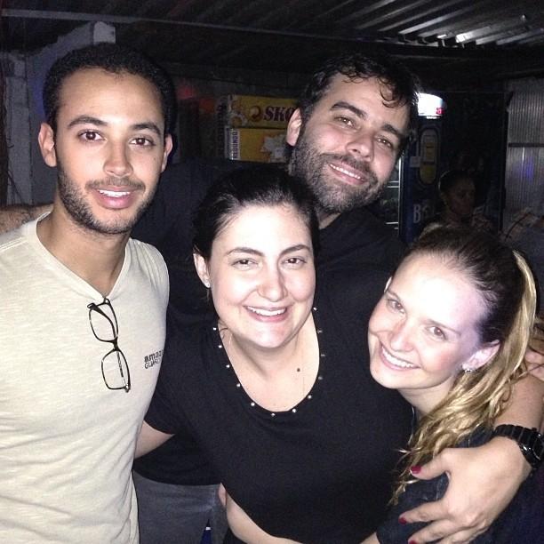 Fernanda Rodrigues com amigos (Foto: Reprodução/Instagram)